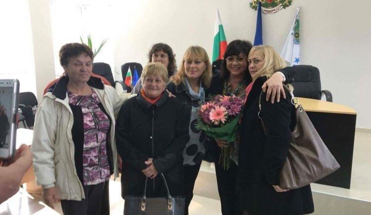 Корнелия Нинова в Главиница: Не заменяме националния ни интерес за визи